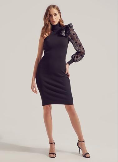Monamoda Tek Kol Fiyonk Detaylı Triko Elbise Siyah
